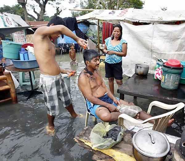 FUNNY PHOTOS: हे पाहा जुगाड, पावसाळ्यातल्या गुदगुल्या करणा-या IDEAS| - Divya Marathi