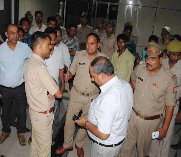 साध्वी प्राची रुग्णालयात, आजम खानच्या सांगण्यावरून मारहाणीचा आरोप देश,National - Divya Marathi