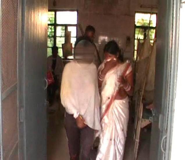 अभिनेत्रीला प्रियकरासोबत पाहून एक्स बॉयफ्रेंड भडकला, केला अॅसिड हल्ला| - Divya Marathi