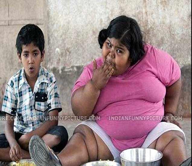 Funny Girls: पाहा कशी निवांत झोपलीये ही मुलगी, फोटो जे  लोटपोट होऊन हसायला लावतील  - Divya Marathi