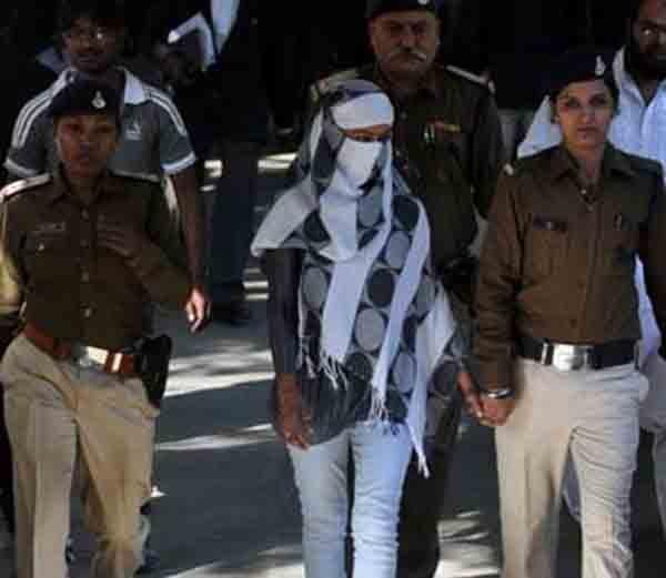 या युवतीला सुनावली आहे तिहेरी फाशी, देशपांडे कुटुंबीयांची केली होती हत्या|देश,National - Divya Marathi