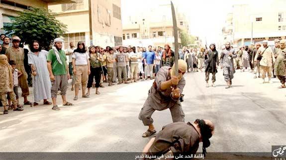 ISIS : जादू-टोण्याच्या आरोपावरून खुलेआम तलवारीने केला शीरच्छेद|विदेश,International - Divya Marathi