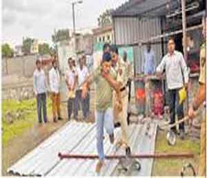 महानगरपालिकेच्या अतिक्रमण हटाव पथकाची धडक मोहीम|औरंगाबाद,Aurangabad - Divya Marathi