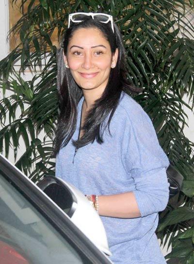 संजय दत्तच्या पत्नीने पाहिला \'दृश्यम\', स्क्रिनिंगला गैरहजर दिसले अजय-तब्बू  - Divya Marathi