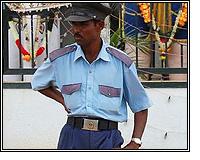 आधारकार्ड एजन्सी कर्मचाऱ्यास मारहाण, सुरक्षारक्षक देण्यास अधिकाऱ्यांचा नकार नाशिक,Nashik - Divya Marathi