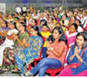 पर्यावरण रक्षणाच्या संकल्पातून गुरुवंदना नाशिक,Nashik - Divya Marathi