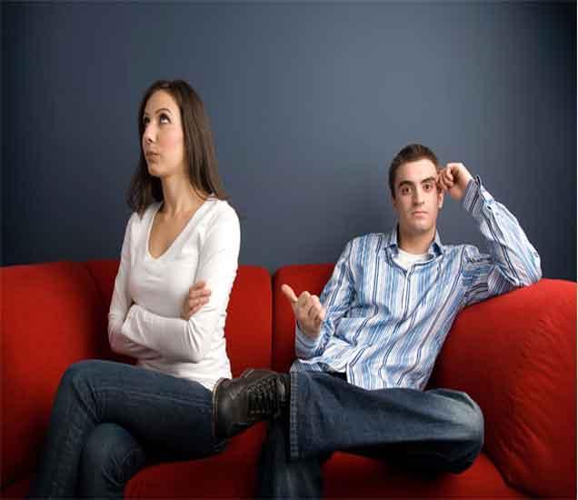 गर्लफ्रेंडसाठी चुकूनही करु नका या 7 गोष्टी, आनंदावर पडेल विरजन...| - Divya Marathi