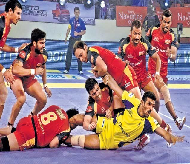 प्राे कबड्डी लीग: तेलुगू टायटन्सचा पराभव; बंगळुरूने ३५-२१ ने जिंकला सामना स्पोर्ट्स,Sports - Divya Marathi