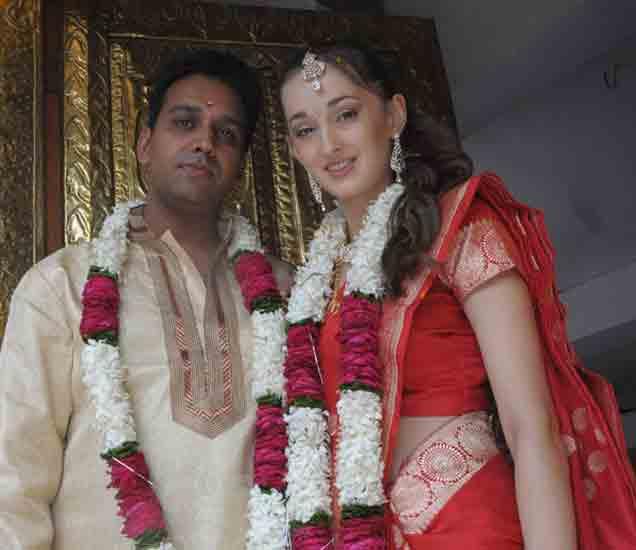रशियन तरुणीने भारतीय तरुणासोबत केले लग्न. - Divya Marathi