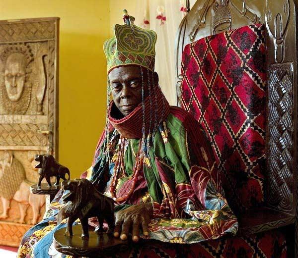 नायजेरियामधील एक राजा. - Divya Marathi
