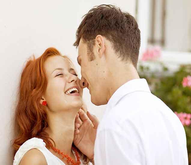बॉयफ्रेंडच्या मनातील गुपित जाणुन घ्यायचे ना... वाचा या खास 15 टिप्स| - Divya Marathi