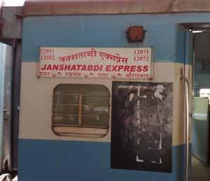 जनशताब्दी एक्स्प्रेस अखेर ऑगस्टपासून जालन्यातून; औरंगाबाद-फर्दापूरसह तीन रस्त्यांच्या चौपदरीसाठी निधी|औरंगाबाद,Aurangabad - Divya Marathi