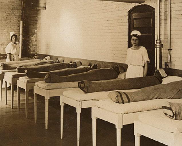पूर्वी असे केले जात होते आजारांवर उपचार, पाहा दुर्मिळ छायाचित्रे... देश,National - Divya Marathi