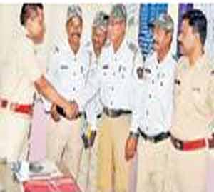 रिक्षात चोरले लाख रुपये,  तीन महिलांना अटक|औरंगाबाद,Aurangabad - Divya Marathi