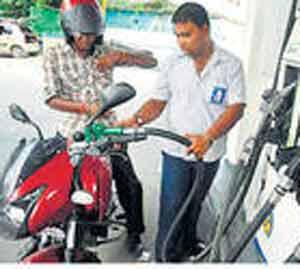 एलबीटी रद्द हाेऊनही स्वस्त इंधनाची प्रतीक्षा|नाशिक,Nashik - Divya Marathi