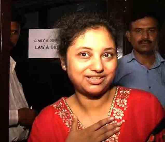 सोमनाथ भारतींना पत्नीने मारला टोमणा - मी सुंदर नव्हते म्हणूनच मारझोड करत होते देश,National - Divya Marathi