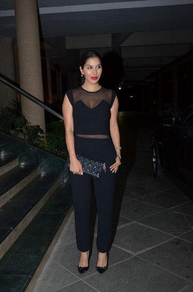 TV होस्टच्या पार्टीत नव-यासोबत दिसली माधुरी, जमली सेलिब्रिटींची मांदियाळी|टीव्ही,TV - Divya Marathi