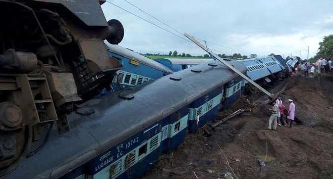 मध्यप्रदेशात दोन एक्स्प्रेसचा भीषण अपघात, 31 ठार, 250 जखमी देश,National - Divya Marathi