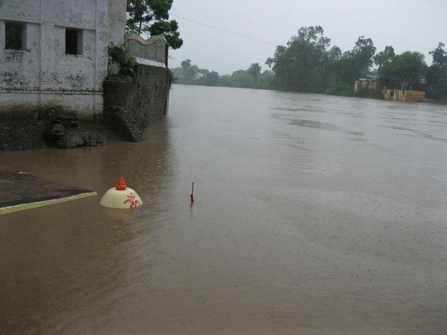 मुसळधार, महापूर, विध्वंस: निवडक 17 फोटोंमध्ये बघा MP मधील विदारक स्थिती|देश,National - Divya Marathi
