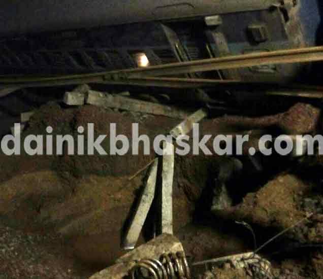 आपबीती: वळून पाहिले तर एक्स्प्रेसचे डबे रुळावरून उतरुन नदीत कोसळले होते! देश,National - Divya Marathi