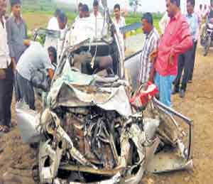 Five dead in the Navapur accident - Divya Marathi
