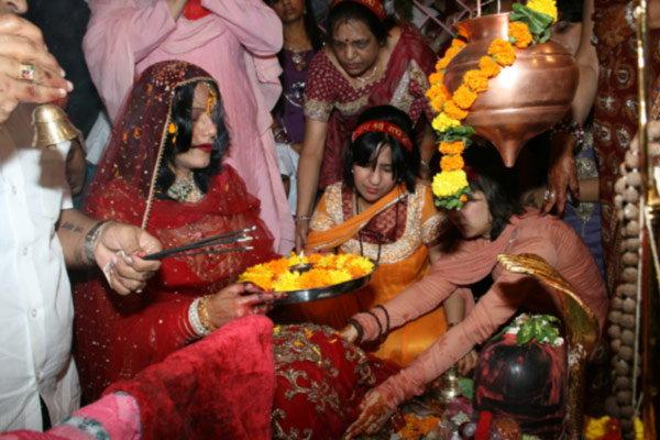 सिद्धूला राधे माँ मध्ये दिसतो \'रब\', दिल्लीत केला होता आयटम साँगवर डान्स|देश,National - Divya Marathi