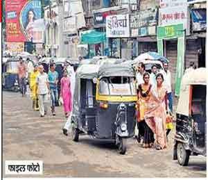 बेशिस्त रिक्षाचालकांविरोधात वाहतूक शाखेची धडक मोहीम|जळगाव,Jalgaon - Divya Marathi