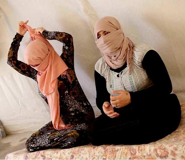ISIS ची सेक्स स्लेव्हजसाठी प्राइज लिस्ट, 8000 रुपयांत मुलींचा लिलाव|विदेश,International - Divya Marathi