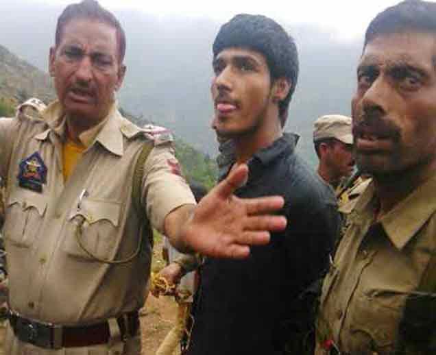 अतिरेकी जिवंत हाती लागला; पाकच्या कुरापतखोरीचा पुरावा, २ जवान शहीद देश,National - Divya Marathi