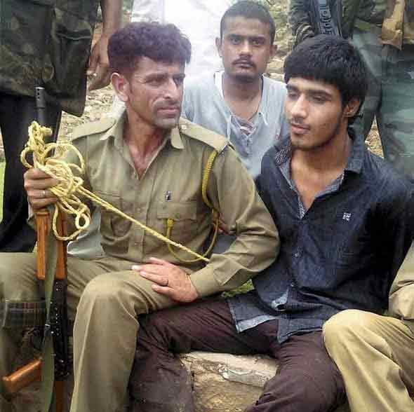 जिवंत पकडलेला दहशतवादी पाकिस्तानी नागरिक, चौकशी सुरु- गृहमंत्री देश,National - Divya Marathi