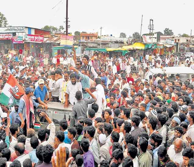 ग्रामपंचायत निवडणूक: जल्लोष, मिरवणुकीची धूम करमाड, शेंद्र्यात सत्ता परिवर्तनाची लाट|औरंगाबाद,Aurangabad - Divya Marathi