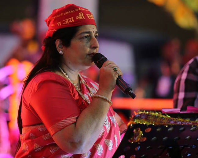 ही आहे बॉलिवूडची राधे माँ, वयाच्या 39 व्या वर्षी बंद झाल्या सिनेमाच्या ऑफर्स  - Divya Marathi