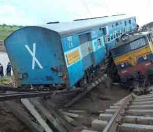 हरदा : ५ दिवसांनी एक रेल्वे ट्रॅक पूर्ववत होणार, दुसरा ट्रॅक सुरू होण्यासाठी १५ दिवस लागणार देश,National - Divya Marathi