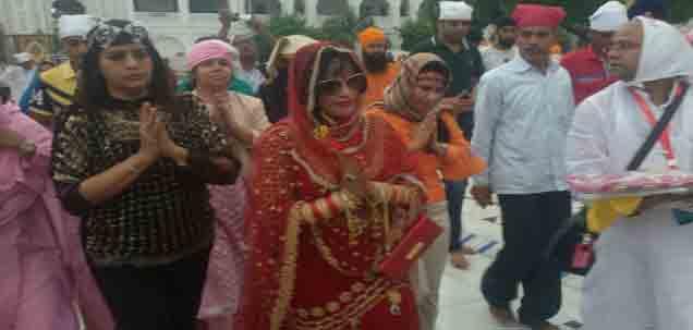 EXCLUSIVE:  राधे माँची झलक घेण्यासाठी नांदेड गुरुद्वारा परिसरात गर्दी औरंगाबाद,Aurangabad - Divya Marathi