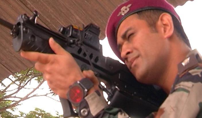PHOTOS: धोनी इंडियन आर्मीकडून घेत आहे दोन आठवड्यांचे प्रशिक्षण|स्पोर्ट्स,Sports - Divya Marathi