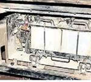 सिटीबसच्या बॅटरीला आग लागली. - Divya Marathi
