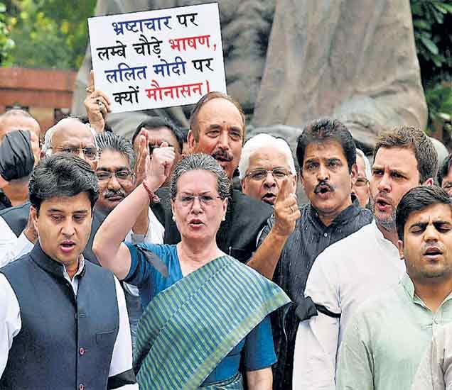 नाटकबाजी करण्यात सुषमा तरबेज सोनिया गांधींचा आरोप, राहूलने मागितला  हिशेब|देश,National - Divya Marathi