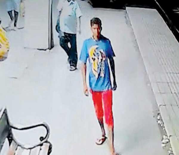 सीसीटीव्हीत कैद झालेला आरोपी - Divya Marathi