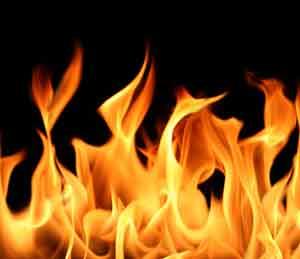 मंगरुळात दोन घरांना आग, दीड लाखाचे नुकसान|औरंगाबाद,Aurangabad - Divya Marathi
