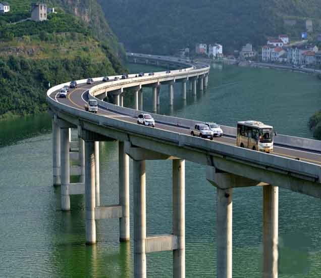 चीनमधील पाण्यावरील \'सर्वात सुंदर\' उड्डाणपूल; दोन पूल, दोन नद्या ओलांडतो|विदेश,International - Divya Marathi