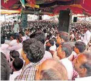 आत्महत्याग्रस्त शेतकरी कुटुंबाला मिळाला निवारा अमरावती,Amravati - Divya Marathi
