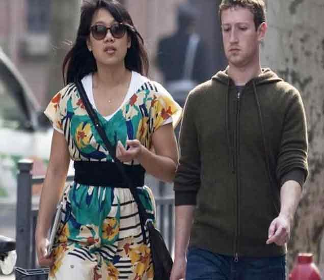 फेसबुकचा फाउंडर मार्क झुकरबर्ग आणि पत्नी प्रिशिला चान - Divya Marathi