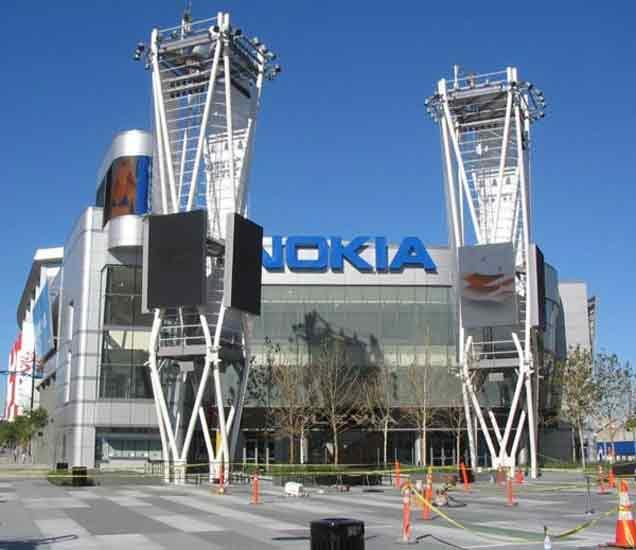 मोबाइल नव्हे रद्दी विकत होती Nokia तर स्टार्च-मेणबत्ती बनवत होती Colgate!|बिझनेस,Business - Divya Marathi