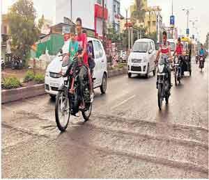 नगर बनलेय बेकायदा गतिरोधकांचे शहर अहमदनगर,Ahmednagar - Divya Marathi