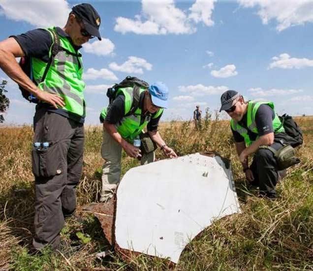 MH 17 अपघात : घटनास्थळावर सापडले रशियन मिसाईलचे अवशेष|विदेश,International - Divya Marathi
