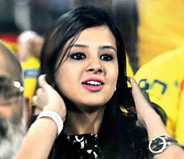 VIDEO: धोनीची मुलगी बघतेय लॅपटॉपवर डांस, साक्षीने शेअर केला फनी VIDEO स्पोर्ट्स,Sports - Divya Marathi