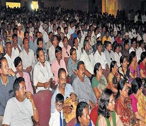 प्लास्टिकमुक्ती आयोजित केलेल्या जनजागृती कार्यक्रमाला उपस्थित पालकमंत्री,महापौरांसह इतर मान्यवर. - Divya Marathi
