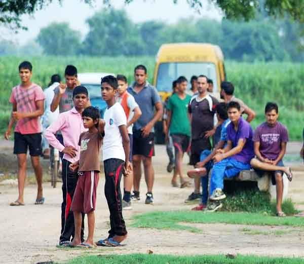 पॅराजंपिंग तर दुरच ग्राऊंट टेस्टही पूर्ण करु शकला नाही धोनी, फॅन्सची झाली निराशा|स्पोर्ट्स,Sports - Divya Marathi