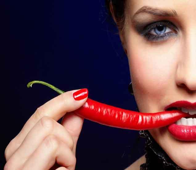 मिरची खाण्याचे हे आहेत फायदे, वाढेल सौंदर्य...| - Divya Marathi