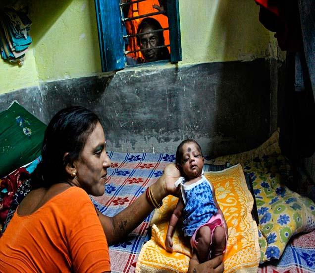 रेड लाइट एरियामध्ये जन्मलेल्या मुलींचे असे असते आयुष्य, पाहा PHOTOS| - Divya Marathi